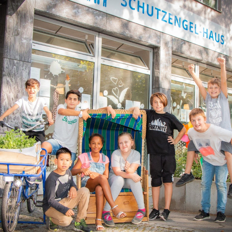 GLOBAL GOLD AG Charity Projekt Kinder vor dem Schutzengel Haus